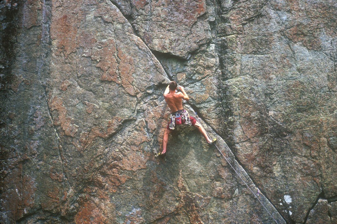 Placing gear at midpoint on the diagonal crack
