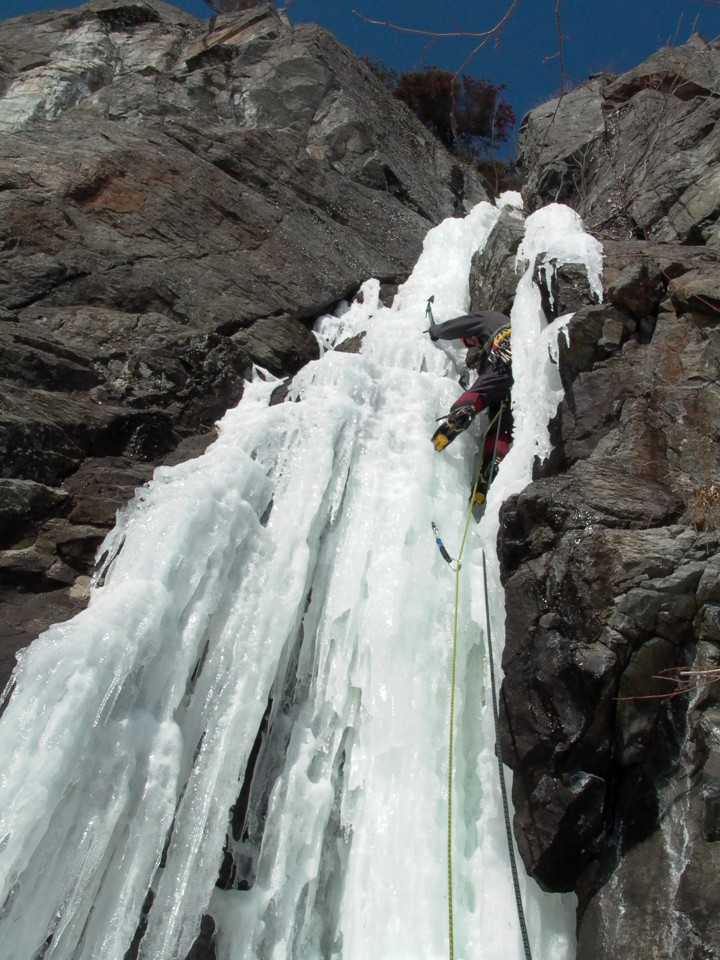 Just above the belay, the climbing is secure, but the ice is melted out and sketchy