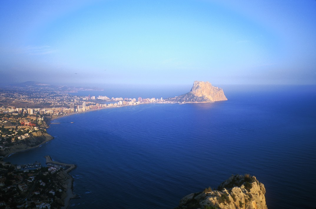 Calpe and the Peñon, home to many long routes at Costa Blanca