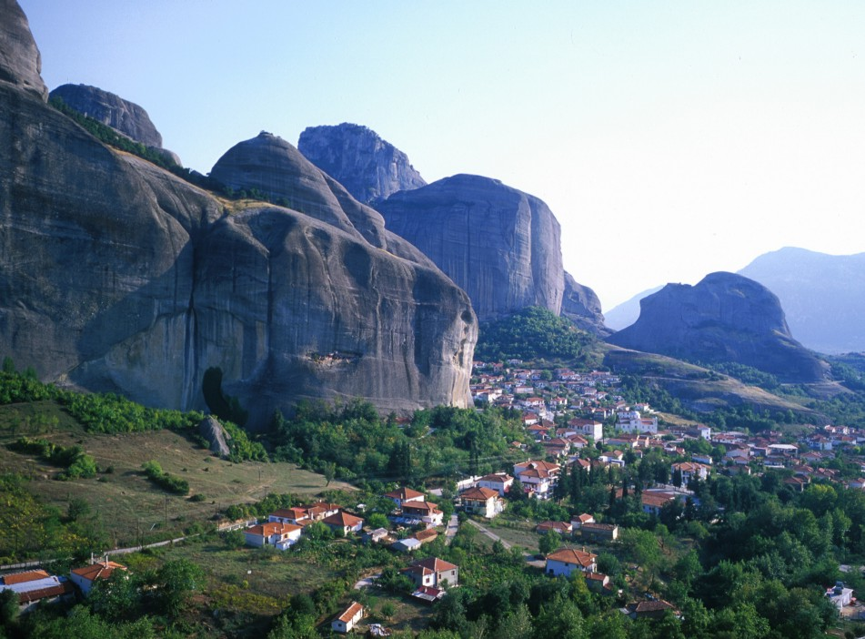 The town of Kastraki with the distinctive Meteora towers in the background